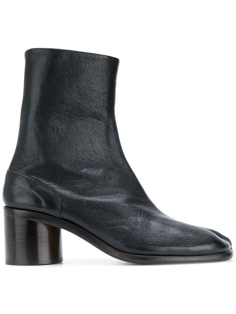 Maison Margiela Men's Tabi Split-toe Leather Ankle Boots In Black