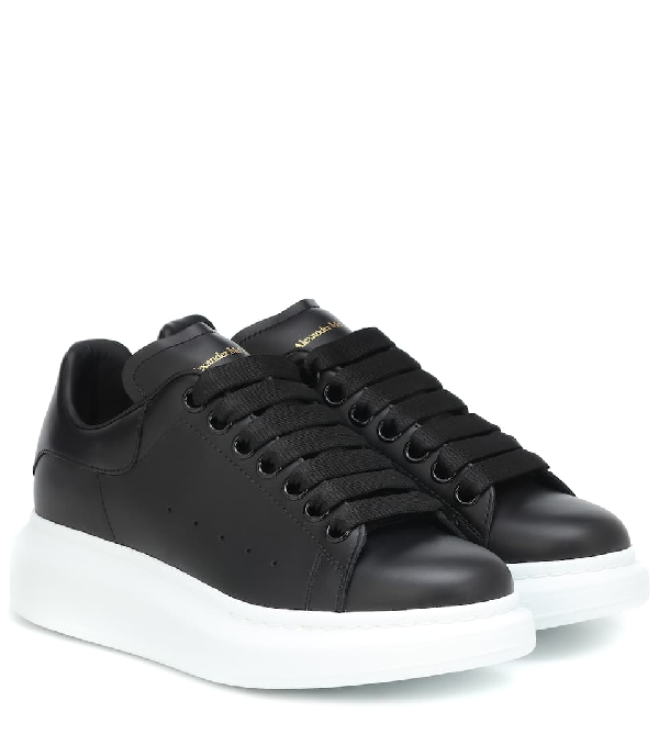 Alexander Mcqueen Low-top Sneakers Larry Calfskin Logo Black