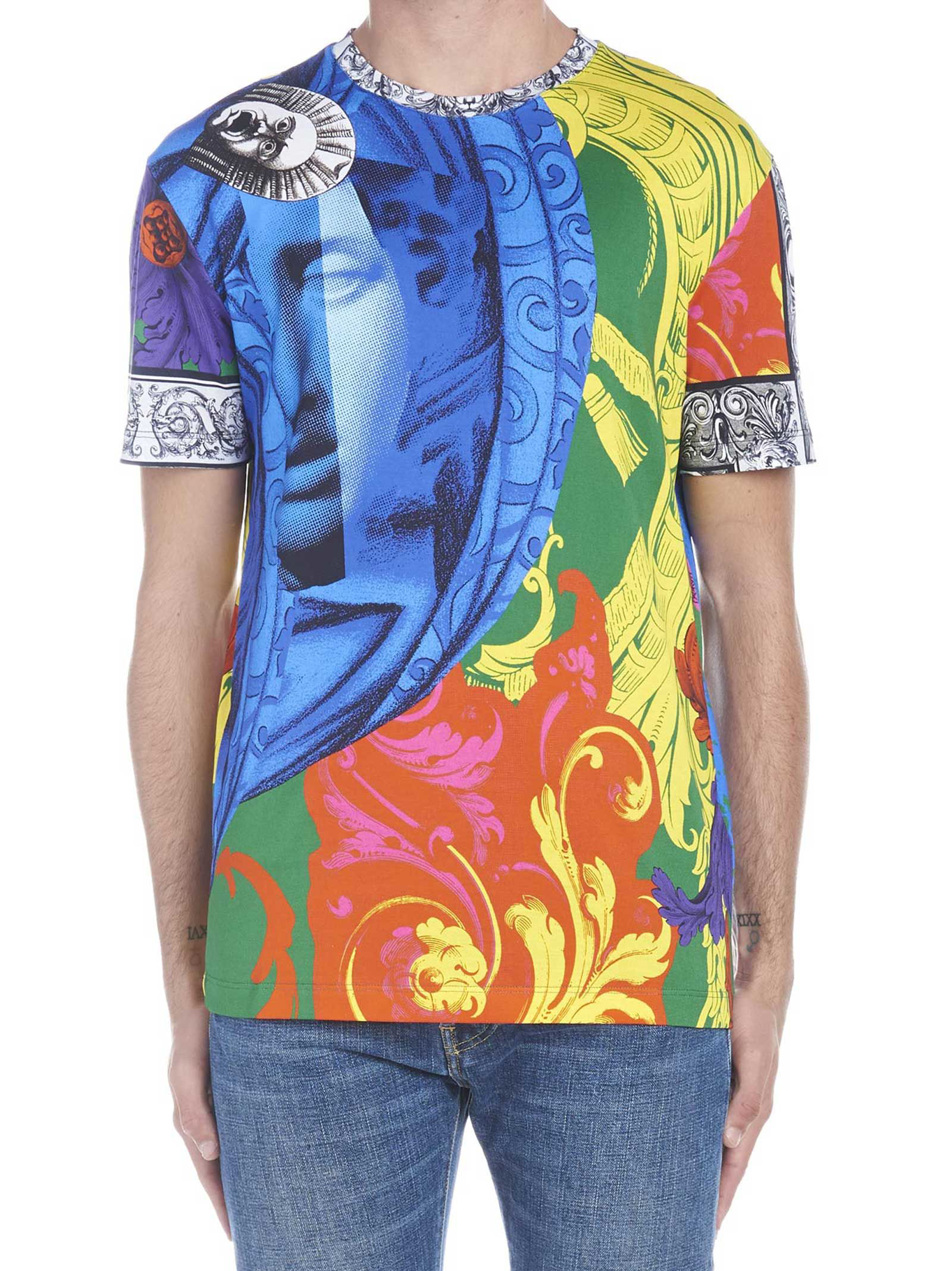 e5427cd8 Versace Sustainable Magna Grecia Slim Fit T-Shirt In Print | ModeSens