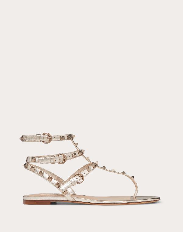 Valentino Garavani Rockstud Metallic Flat Flip-flop Sandal In Skin
