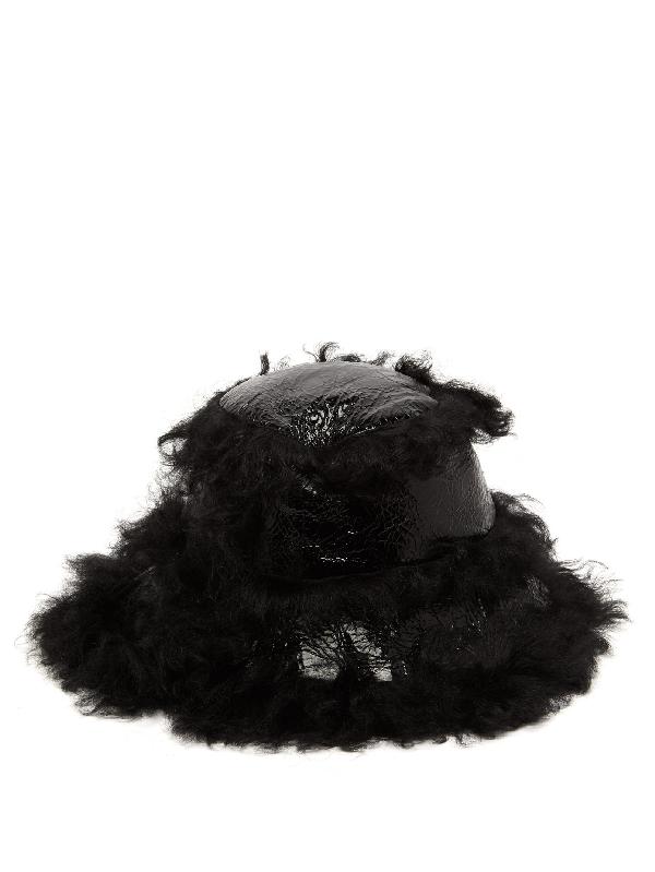Marques' Almeida Shearling-trim Craquelure-effect Vinyl Bucket Hat In Black