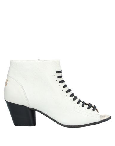 Le Ruemarcel Ankle Boot In Ivory