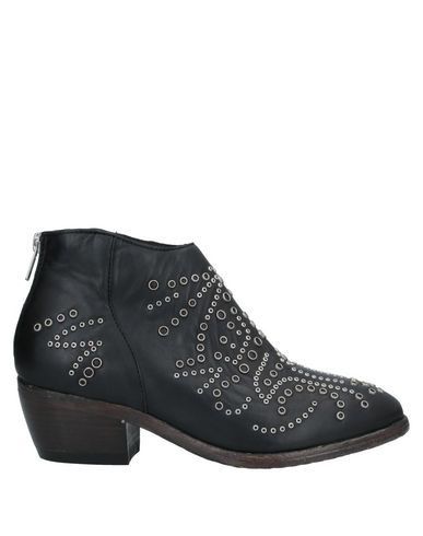 Catarina Martins Ankle Boot In Black