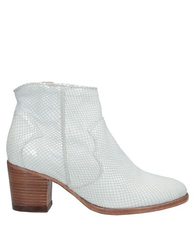 Catarina Martins Ankle Boot In White