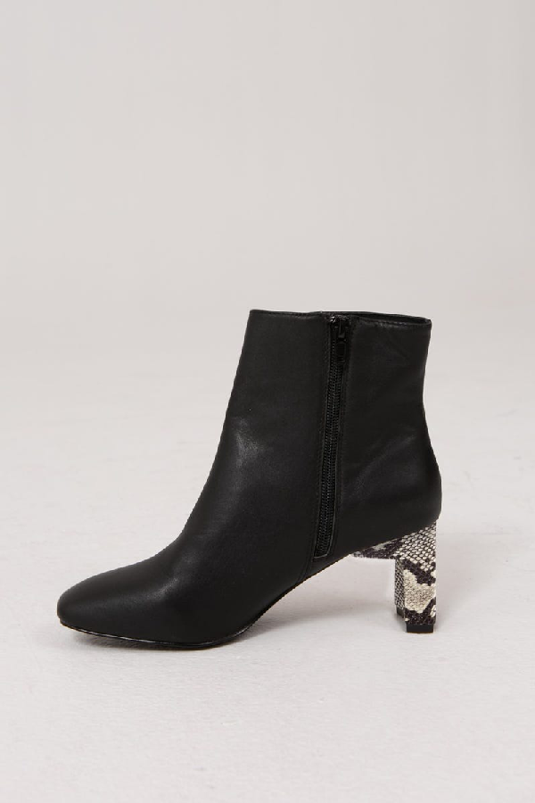Jaggar Flair Leather Boot In Black