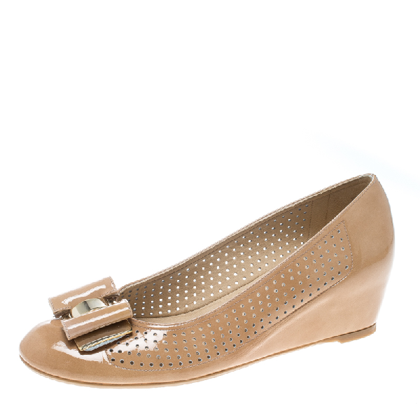 Stuart Weitzman Beige Patent Leather The Belle Perforated Detail Ballet Pumps Size 39