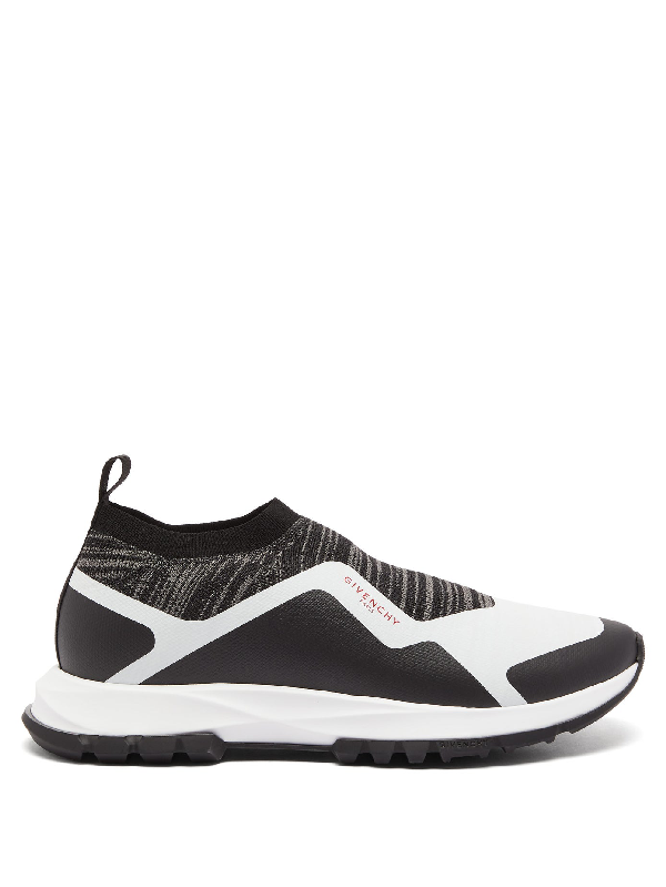 Givenchy Black And White Spectre Runner Sneakers In 004-black/w