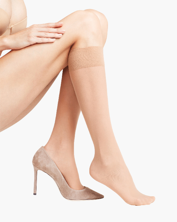 Falke Matte Deluxe 20 Knee-high Stockings In Powder