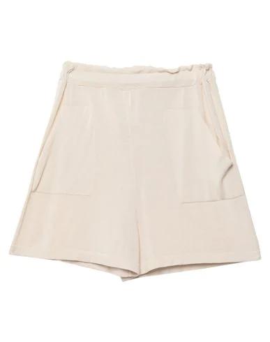 Chiara Bertani Shorts & Bermuda In Light Grey