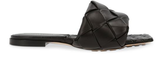 Bottega Veneta Lido Intrecciato Flat Leather Sandals In Black