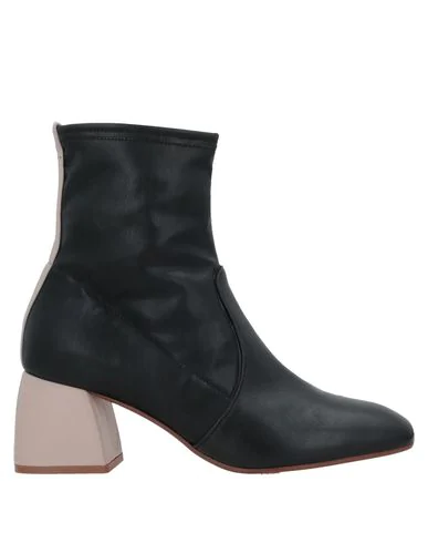 Alysi Ankle Boot In Black