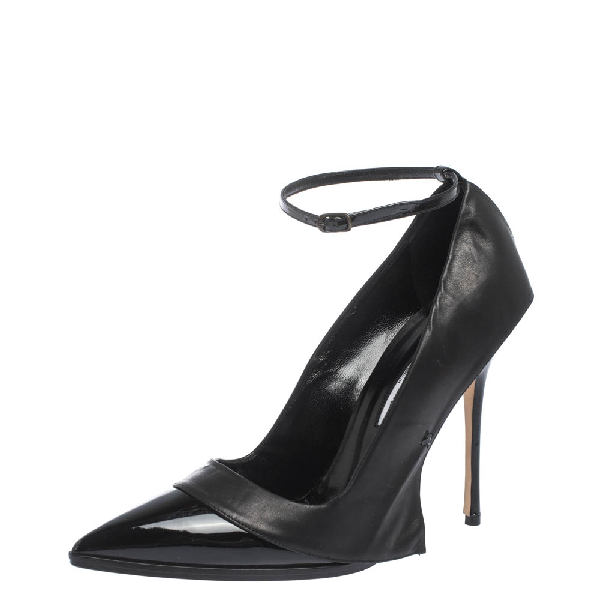 Manolo Blahnik Patent Leather Tracy Ankle Strap Pointed Toe Pumps Size 40.5 In Black