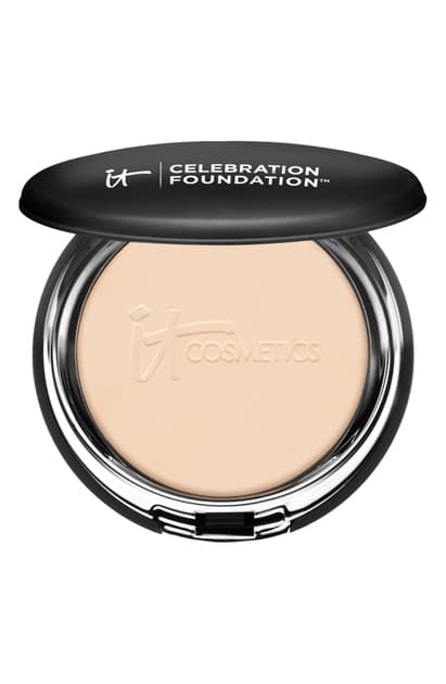 It Cosmetics Celebration Foundation Full Coverage Anti-aging Hydrating Powder Foundation In Light (w)