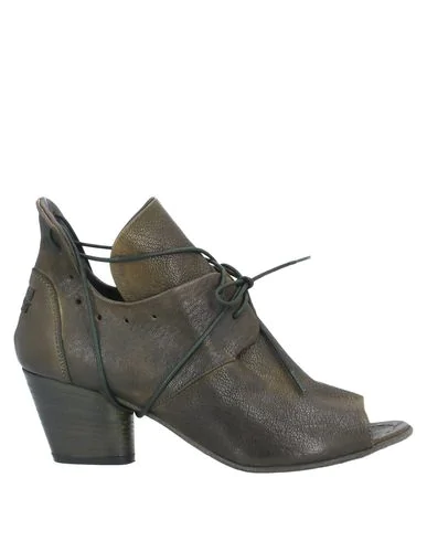 Le Ruemarcel Ankle Boot In Military Green