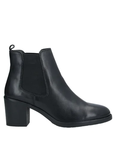Romeo Gigli Ankle Boot In Black