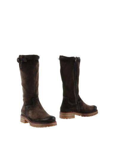 Manas Boots In Dark Brown