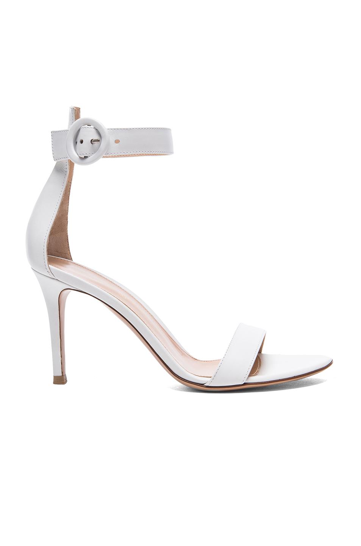 Gianvito Rossi Leather Portofino Heels In Cream