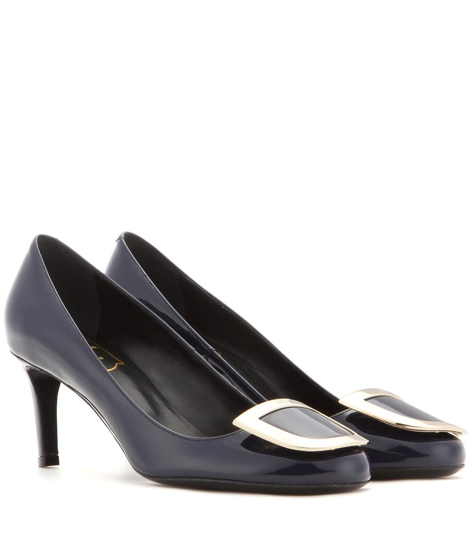 Roger Vivier Decollete Ecusson Patent Leather Pumps In Llu Chiaro