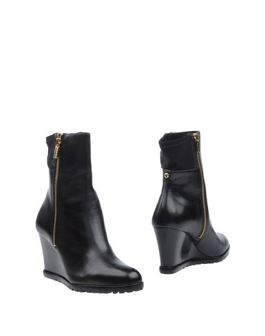 Michael Michael Kors Ankle Boot In Black