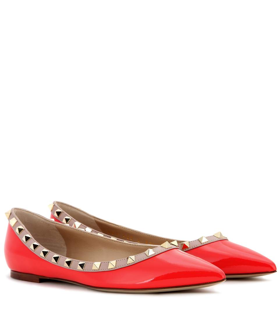 Valentino Garavani Rockstud Patent Leather Ballerinas In Deep Oraege