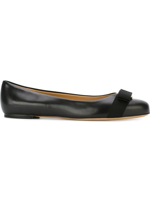 Salvatore Ferragamo Ballet Flats Varina Ballet Flats In Patent Leather With Vara Gros Grain Bow In Blue