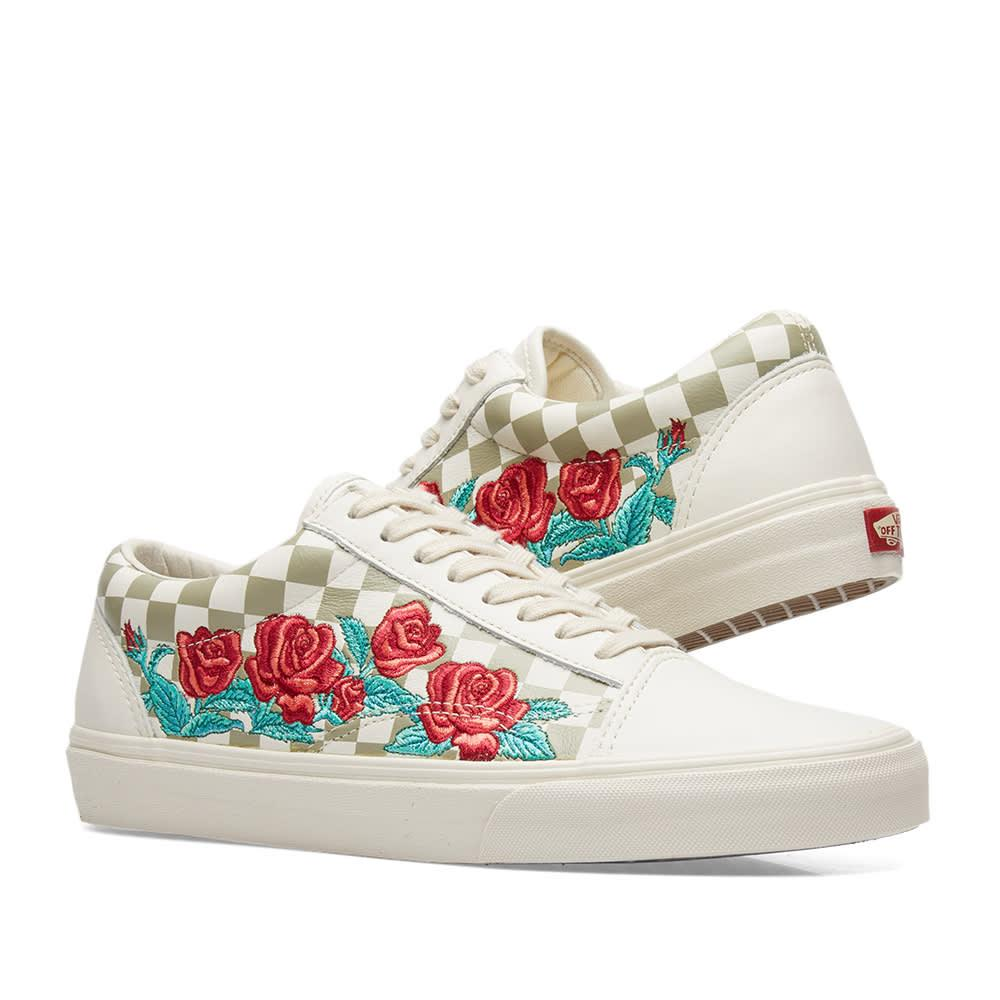 7a94416d143855 Vans Old Skool Dx Rose Embroidery In Neutrals