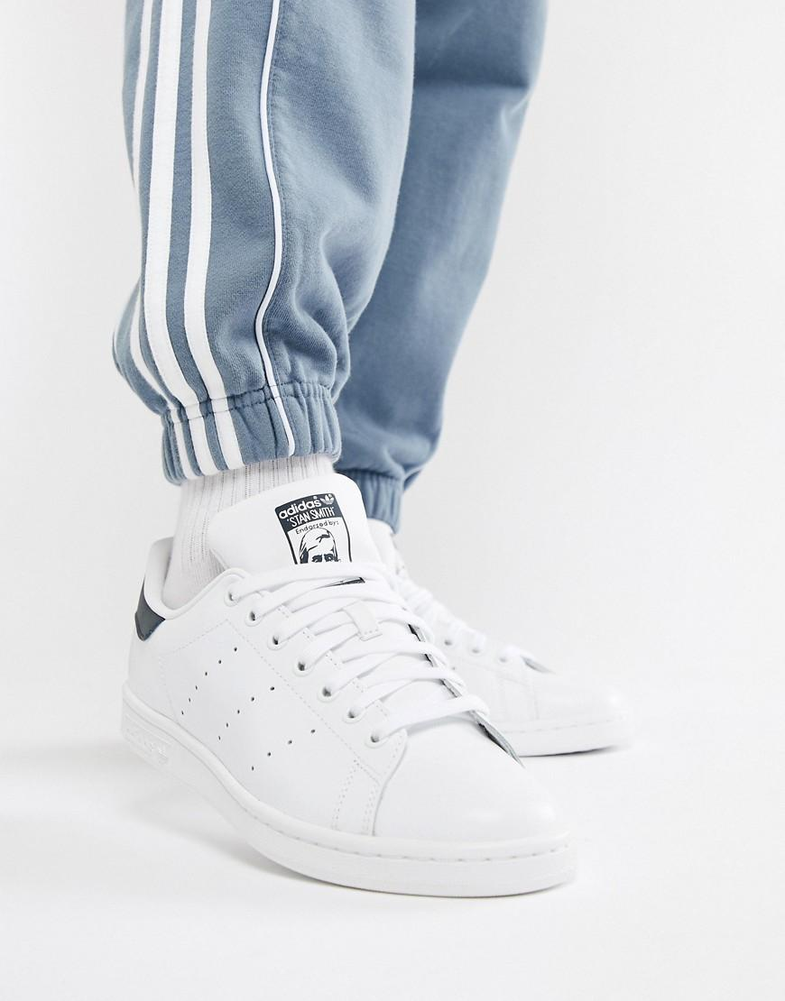 detailed pictures 748ec 629b1 Stan Smith Leather Sneakers In White And Navy - White