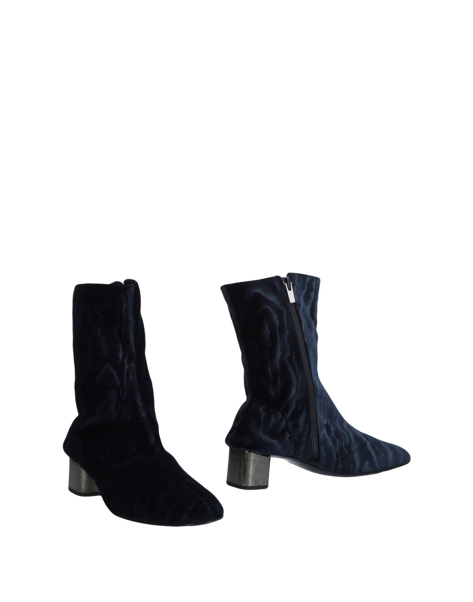 Ankle Boot in Dark Blue