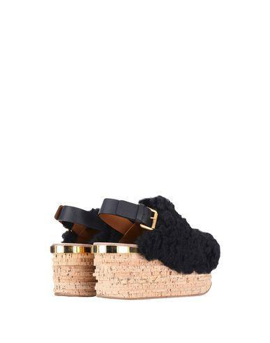 eb14e44e9e0 ChloÉ Camilla Shearling Wedge Sandals In Black