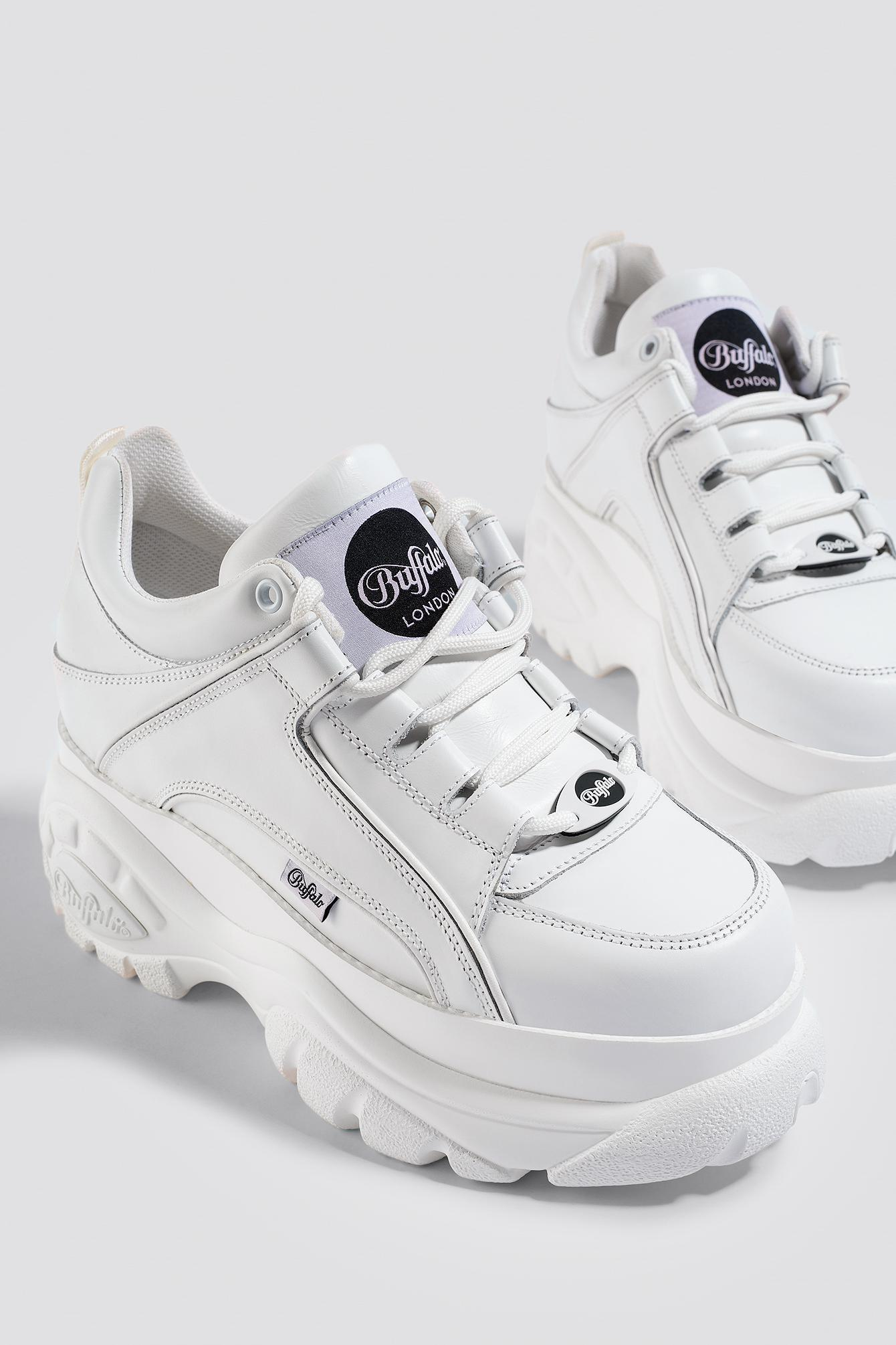7fc67de869a London Classic Lowtop Platform Chunky Sneakers In White - White in Blanco 01
