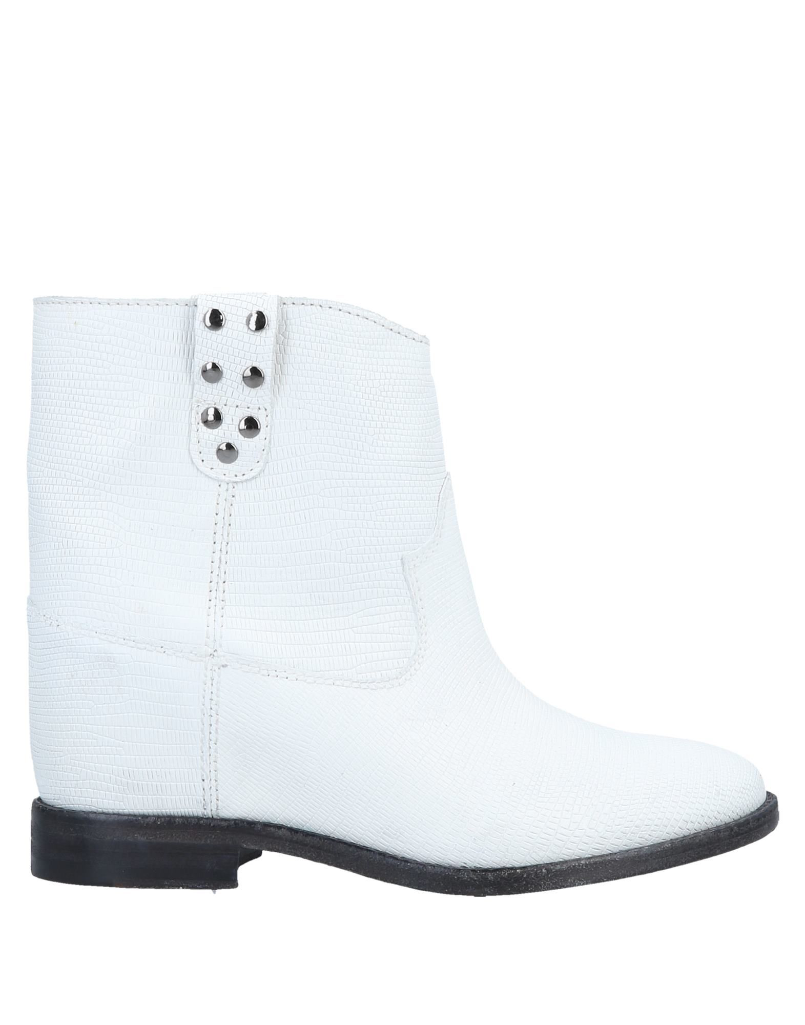 finest selection 8ceb4 dc20b Ankle Boot in White