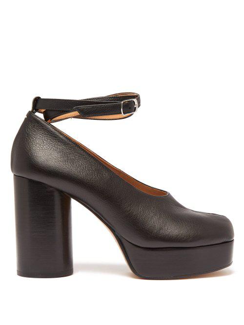 259c1e91640 Maison Margiela - Tabi Split Toe Ankle Strap Leather Pumps - Womens - Black