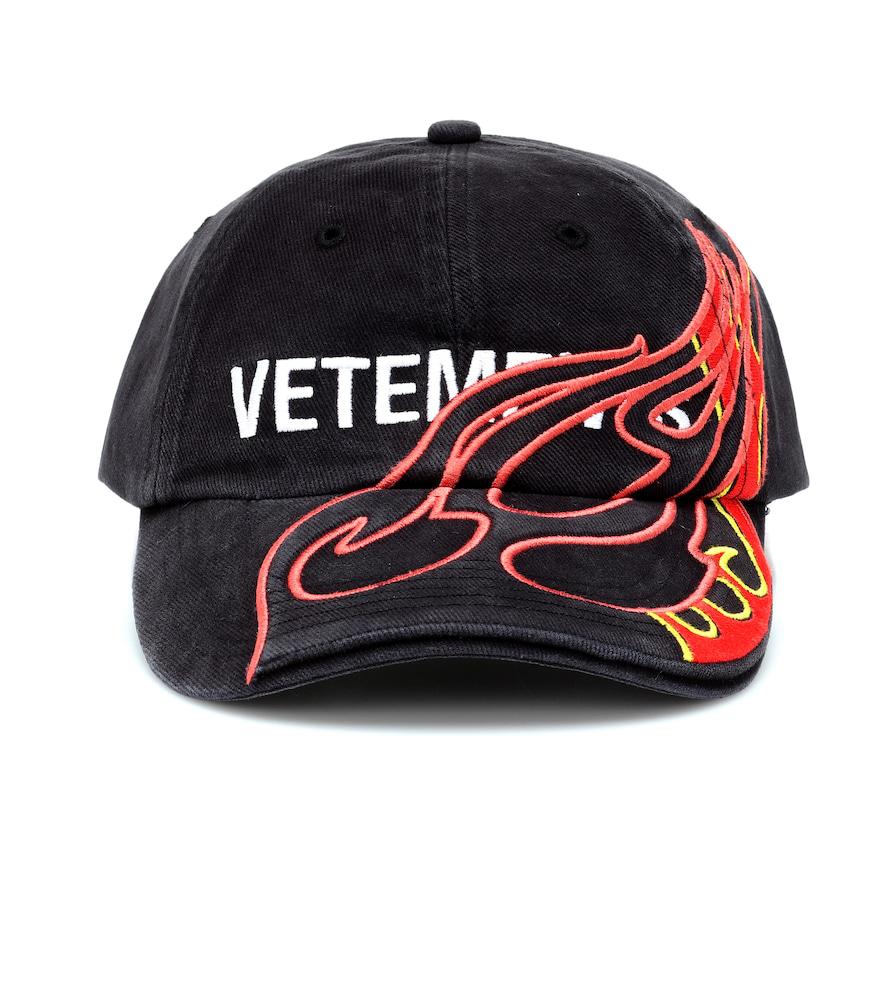 43d8eb2d00c1d3 Vetements X Reebok Embroidered Baseball Cap In Black   ModeSens