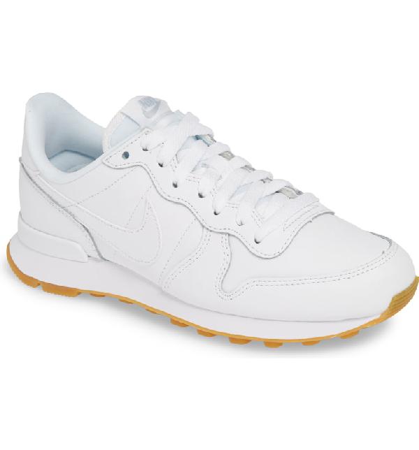 Mal prosa Fondos  Nike Women's Internationalist Low-top Sneakers In White/ White/ Gum Light  Brown | ModeSens