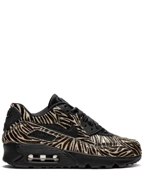 watch a1eb6 f5128 Air Max 90 Lx Sneakers in Black