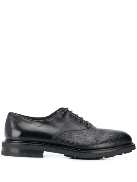 Gekörnte Schuhe in Black