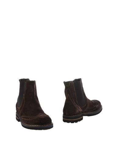 new style 08487 790ac Boots in Dark Brown