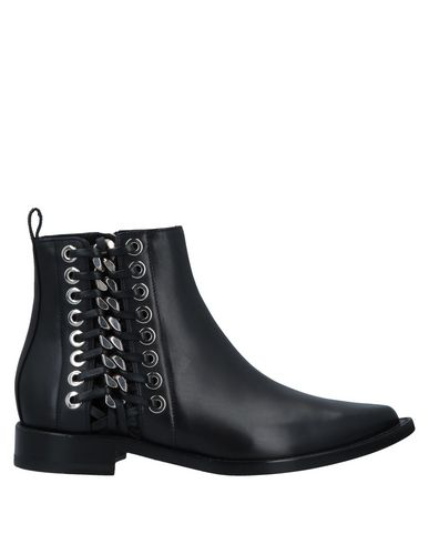 Alexander Mcqueen Chain And Eyelet Detail Chelsea Boots In Black