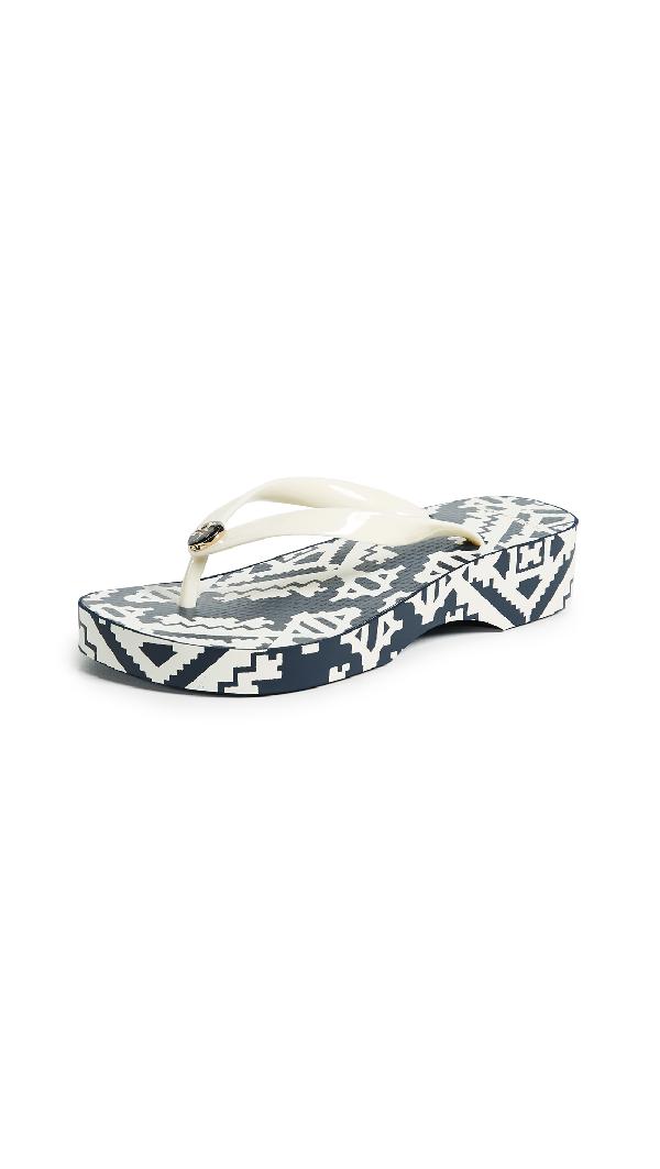 6cafac6917 Tory Burch Women's Printed Platform Flip-Flops In Perfect Ivory/Tapestry Geo