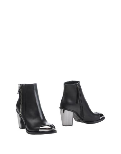 Karl Lagerfeld Ankle Boot In Black