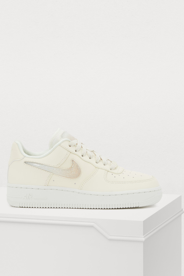 Women's Air Force 1 '07 Se Premium Casual Shoes, White in Pale IvorySummit White Guava Ice