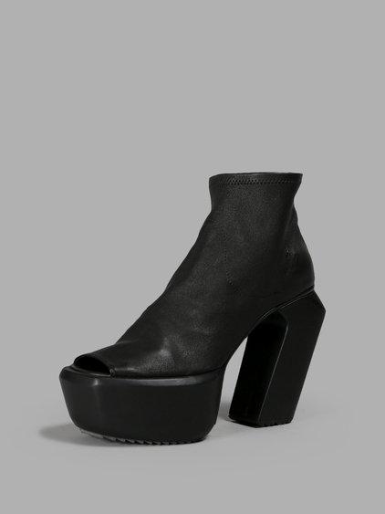 Cinzia Araia Black Sandals