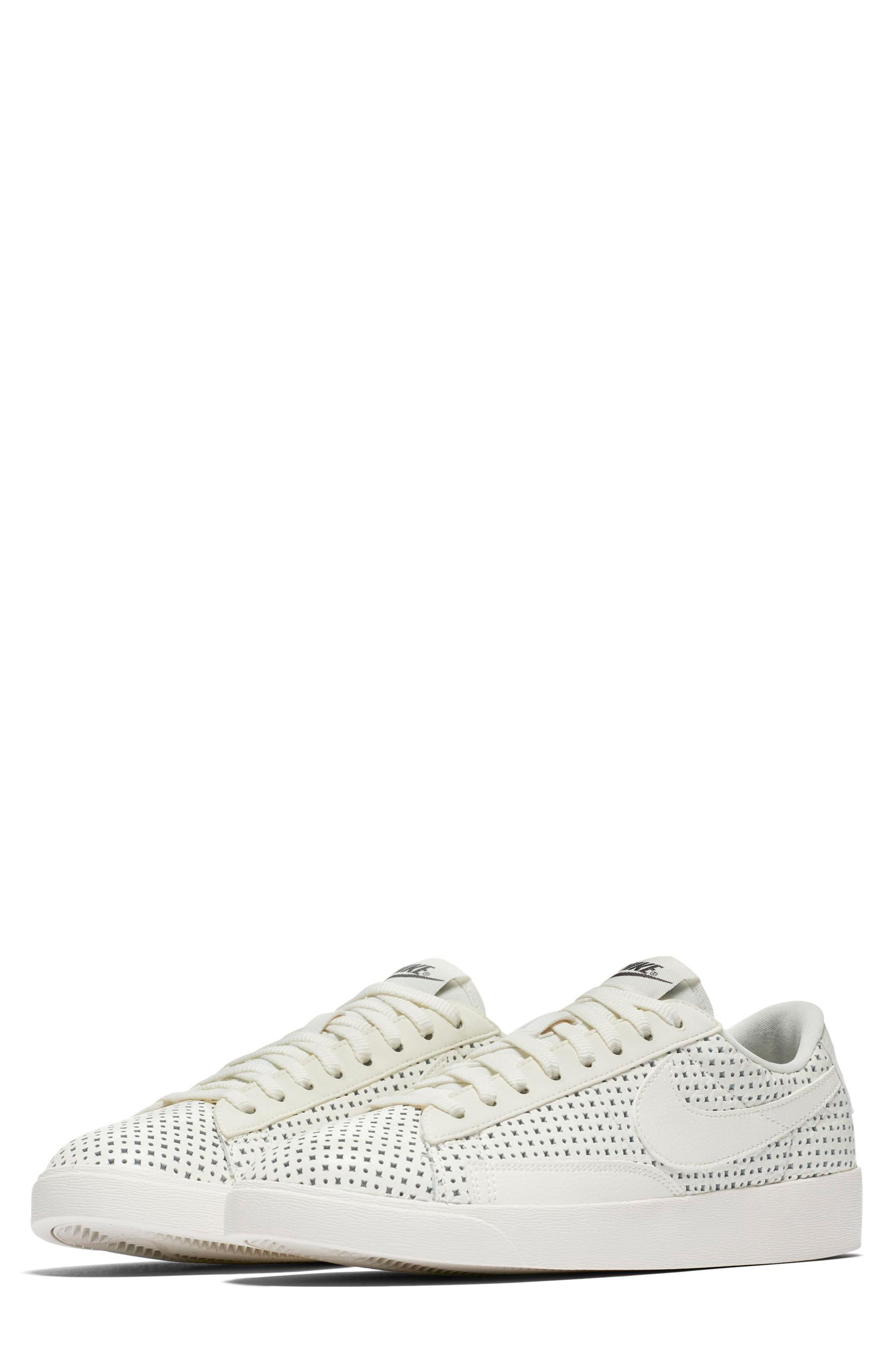 Nike Blazer Low Se Sneaker In Sail/ Sail