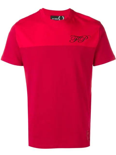 Fred Perry Embroidered T-shirt In 401 Winter Red