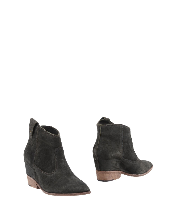 Belle By Sigerson Morrison Ankle Boot In Lead