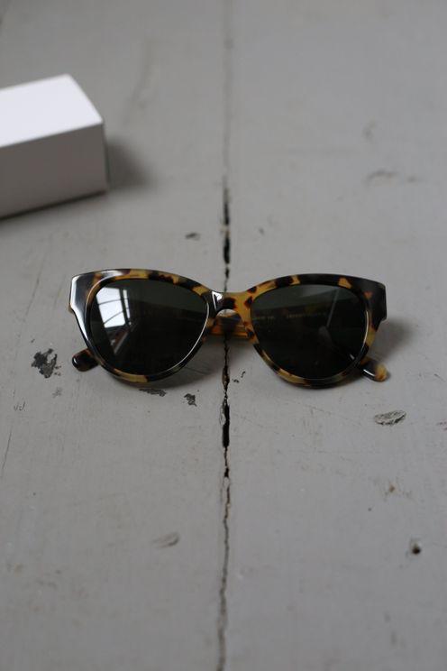Finlay & Co Henrietta Light Tortoise With Green Lense Sunglasses