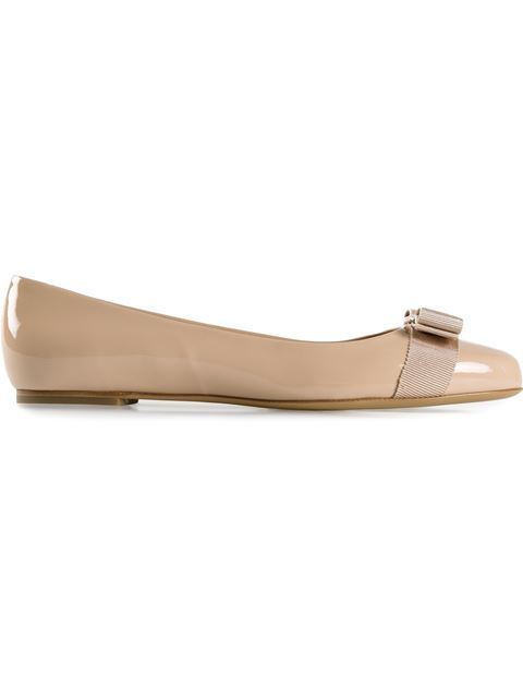 Salvatore Ferragamo Varina Bow-Embellished Patent-Leather Ballet Flats In Neutrals