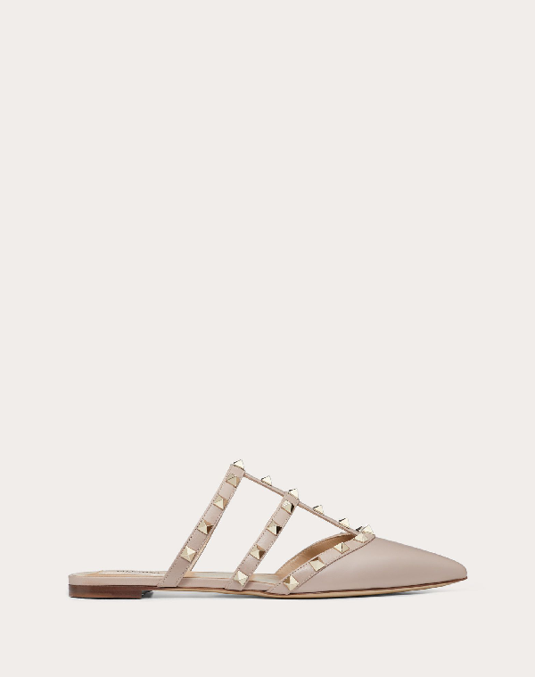 Valentino Rockstud Flat Leather Mules In Rose