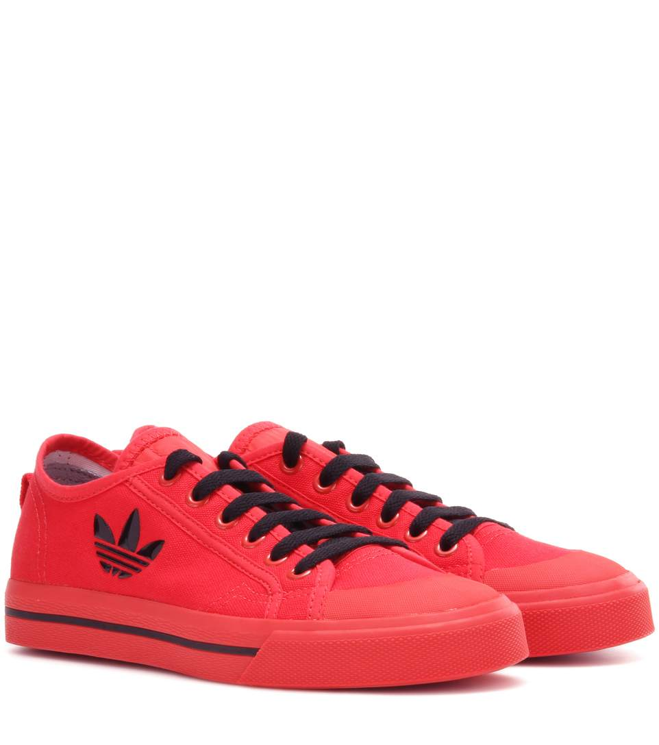 Matrix Spirit Low Canvas Sneakers in Red