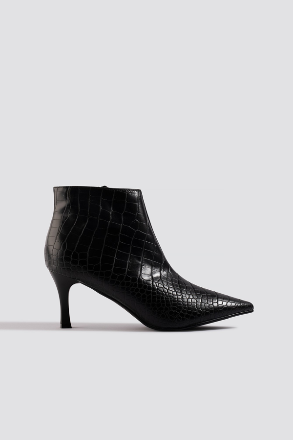 Na-kd Slanted Pointy Ankle Boots - Black